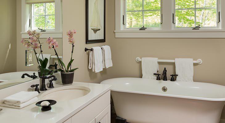 Clawfoot bathtub in the Thaxter Loft