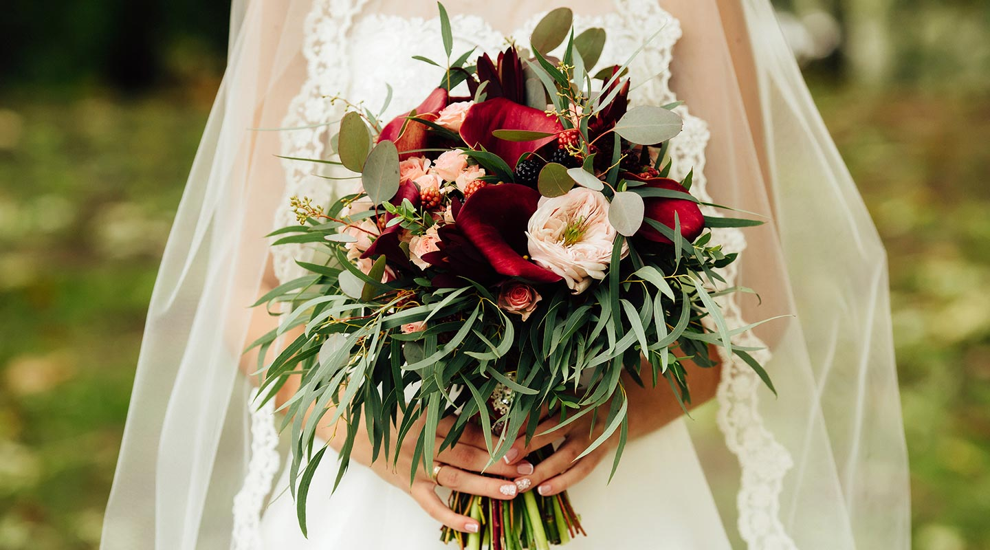 Beautiful flowers for the bride at an elopement in Maine