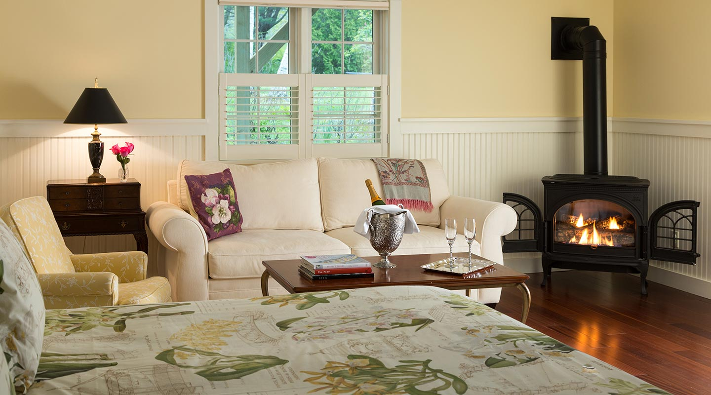 Book a luxury suite with a Camden Maine vacation packages