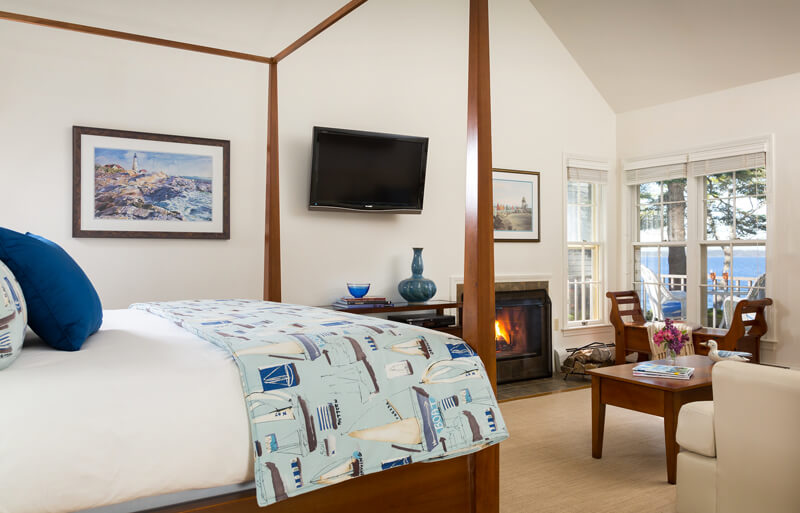 Romantic suite with fireplace and ocean view